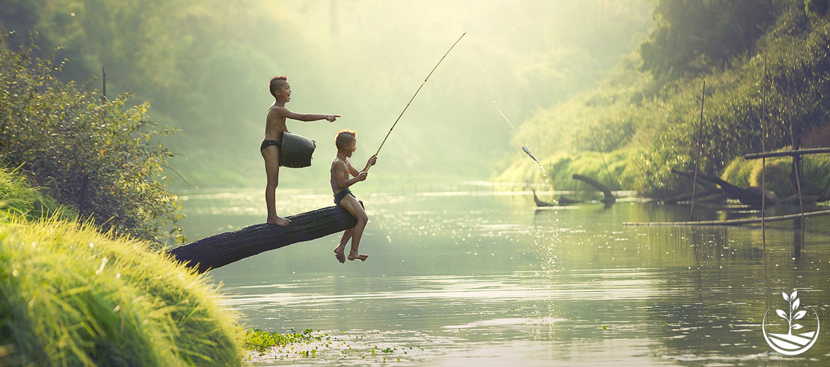 Wwoofing en thailande, faire du volontariat en thailande, faire du bénévolat en thailande, woofing thailande, thai wwoof, enfants qui pêchent en thailande