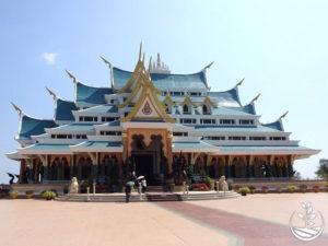 Wwoofing en thailande, faire du volontariat en thailande, faire du bénévolat en thailande, woofing thailande, thai wwoof, excursion en issan, guide à vientiane au Laos, temple bleu udonthani en issan