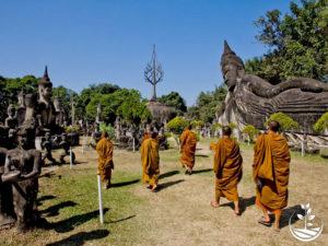 Wwoofing en thailande, faire du volontariat en thailande, faire du bénévolat en thailande, woofing thailande, thai wwoof, excursion en issan, guide à vientiane au Laos, bouddhisme