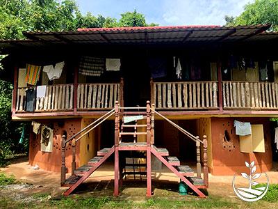 construction naturelle, woofing, construire en thailande avec des briques de terre, permaculture, stage